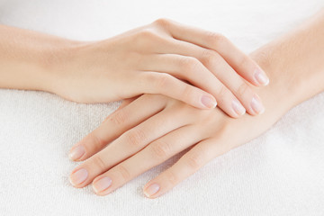 女性必見!綺麗な手を保つおすすめハンドケアまとめ。指は細くできる!