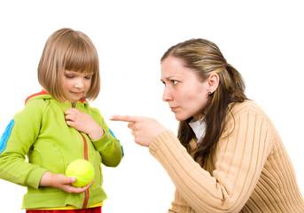 友達の子供を叱ると嫌がられる?赤の他人の子供は叱ってもいいの?