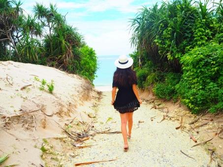沖縄での女性のひとり旅。車なしで楽しむコツは?