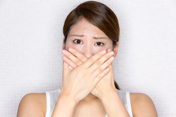 自分で口臭を確認する方法とは?気になる口臭を軽減させる方法5選!