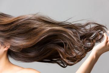 女性必見!髪が痛まない乾かし方や寝方がある!髪が痛む原因とは?