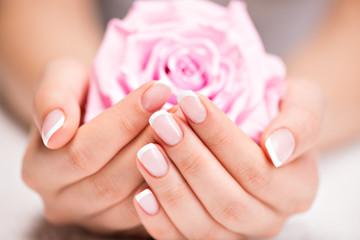 爪を綺麗に伸ばしたい方必見!爪を綺麗に伸ばす為のポイント6選!