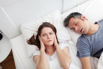 夜の悩みは酷いいびき!原因とその改善方法4選