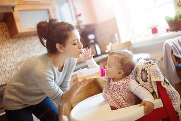 赤ちゃんがお茶飲まない理由は何?お茶を飲めるようにする方法とは?
