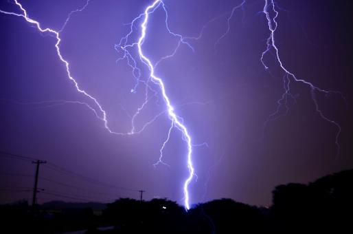 雷と稲妻、どうして「田」と「稲」と「妻」の漢字が使われているか知っていますか?